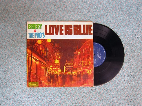Vinyl_Lot24_BroeryThePros_LoveIsBlue
