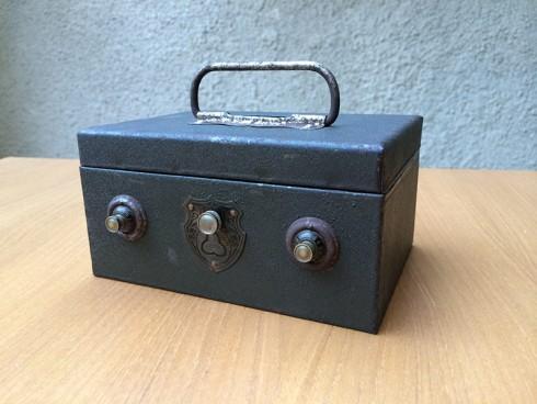 KotakUangBesi-1